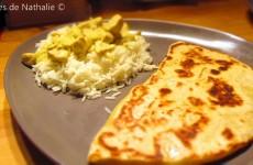Poulet à l'indienne et cheese naan